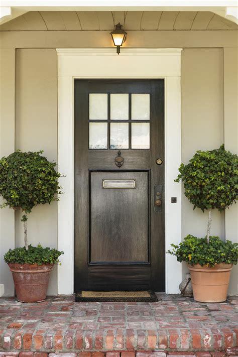 choosing   front door   house