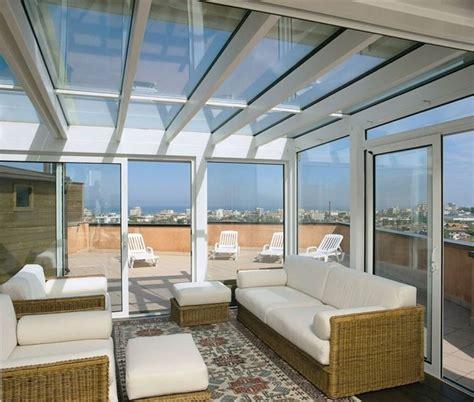chiudere terrazza con vetro verande balconi come scegliere le coperture consigli