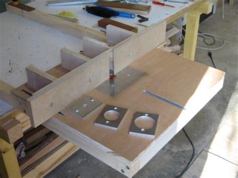 Comment Utiliser Une Défonceuse 4976 fabriquer une table de defonceuse poign 233 e fenetre porcelaine