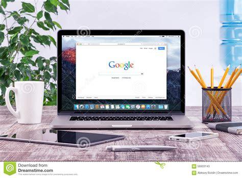 macbook bureau office workplace with open apple macbook pro with