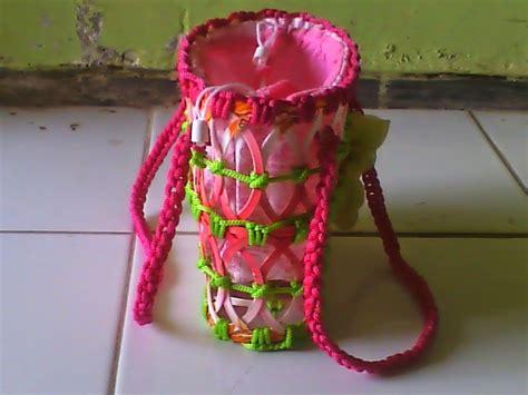 Mukenah Mutiara si ahli kreasi membuat kerajinan tas dari botol barang