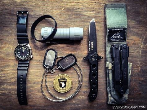 Edc Army everyday carry fort cbell us army daily essentials