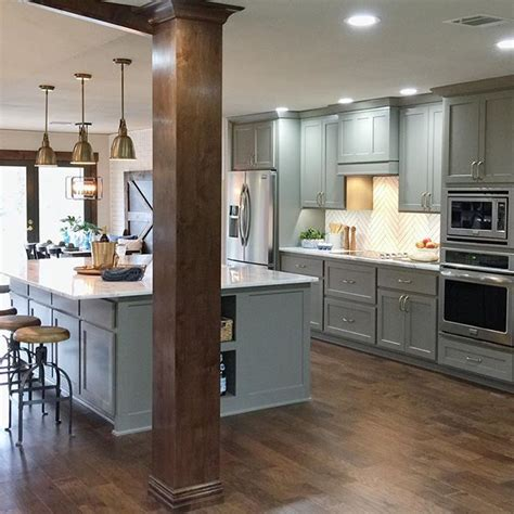 kitchen island columns best 25 kitchen columns ideas on kitchen