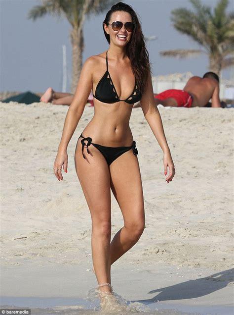 Jennifer metcalfe shows off slim waist in dubai with boyfriend greg