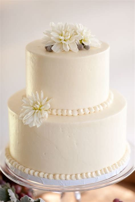 white 2 tier wedding cake 25 best ideas about 2 tier wedding cakes on