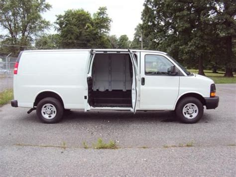how to fix cars 2010 chevrolet express 2500 on board diagnostic system purchase used 2010 chevrolet express 2500 screen white cargo van small v8 clean low reserve in