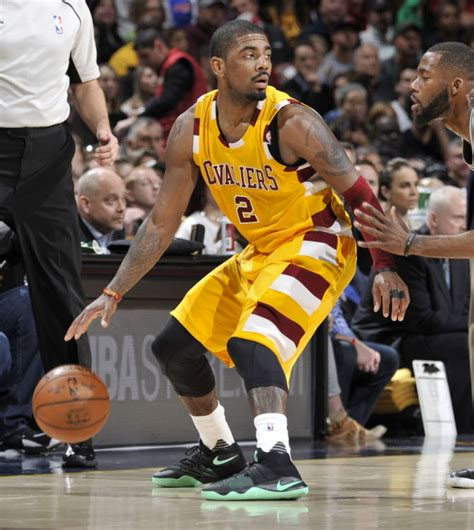 Kyrie 4 Greenglow solewatch kyrie irving debuts the green glow nike