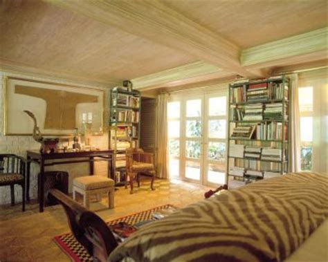 How To Make A Living Room Feel Cozy - how to make a small living room look cozy not cluttered