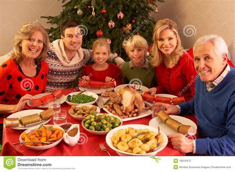 imagenes de navidad familia familia de tres generaciones que disfruta de la navidad