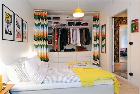 regal verdecken vorhang ideen f 252 r offenen kleiderschrank im schlafzimmer