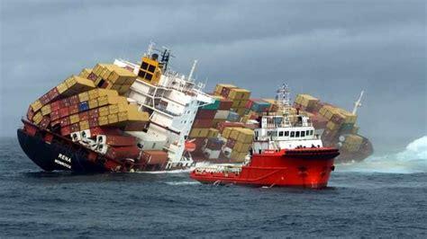 fishing boat accident gladstone mv rena wreck plan your dive dive magazine