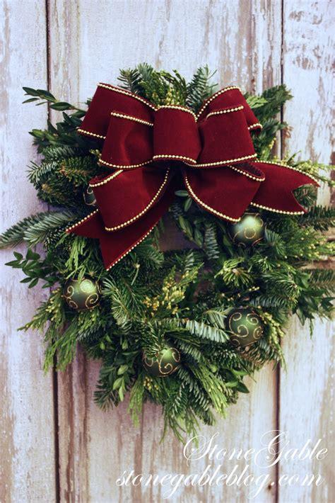 making  christmas bow stonegable