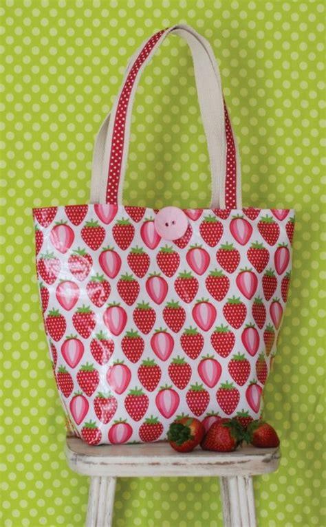 pattern for vinyl tote bag merry berry vinyl tote cut loose clpjkn001