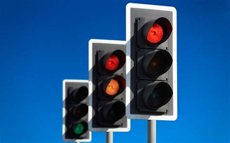 how to report light out traffic lights going nowhere despite calls for 80 to be