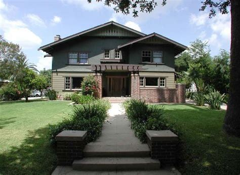 craftsman style bungalows in pasadena ca arts and crafts pin by amy woods on bungalows arts and crafts period