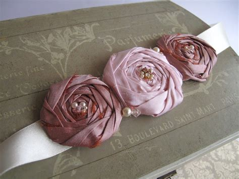Handmade Corsage - corsages and brooches on fabric flowers felt