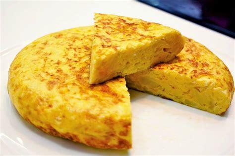 imagenes de unas tortillas tortilla de patata con cebolla