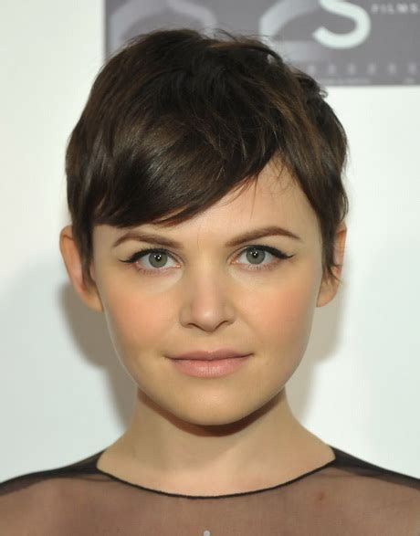 short hair styles cut round the ear pixie haircut round face