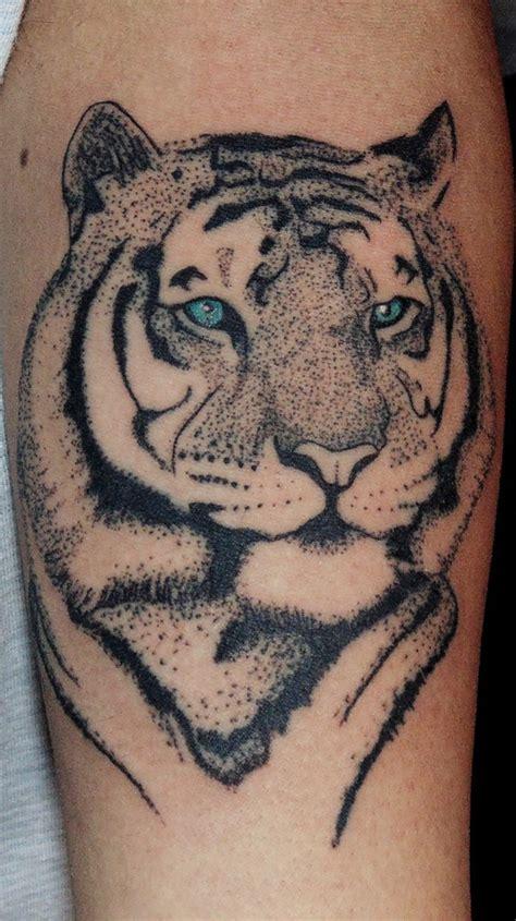 tigre en puntillismo