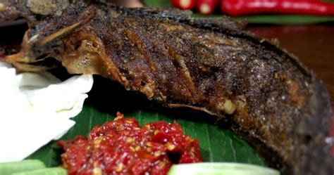 pecel lele makanan asli indonesia visit indonesia