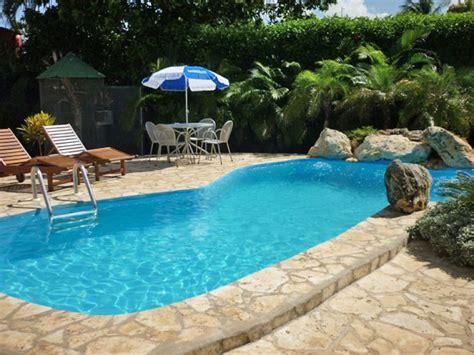 piscina en casa tipos de piscinas modernas para casas grandes elegantes