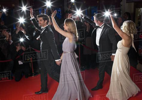 celebrity couples paparazzi well dressed celebrity couples waving to paparazzi on red