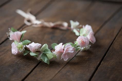 Learn To Make Paper Flowers - paper wedding crafts course the crafted