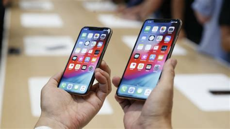 iphone xs xs max week sales better than iphone x iphone 8 iphone 8 plus report