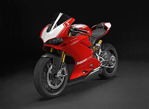 2017 Ducati Panigale R Review