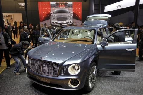 bentley concept car 2016 2016 bentley suv photo reveals headlight changes