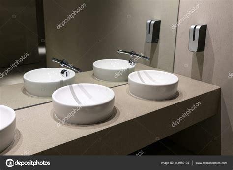 Design Toilet Wastafel by Beautiful Openbaar Toilet Met Moderne Wastafels U