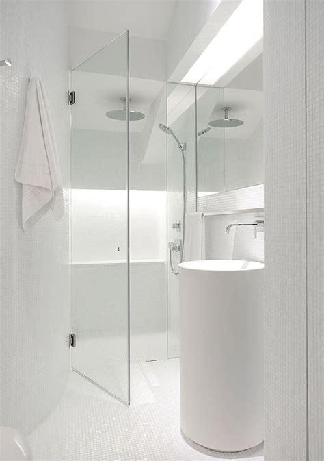 een witte badkamerinrichting wooninspiratie