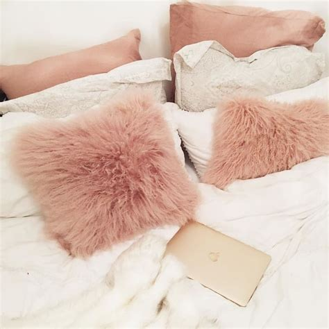 throw pillows for beds best 25 pillows for bed ideas on pinterest decorative