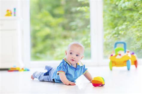 giochi per bambini piccoli da fare in casa cosa fare in casa con bimbi piccoli non sprecare