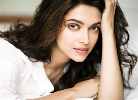 deepika padukone diet deepika padukone diet plan and workout fitness secrets