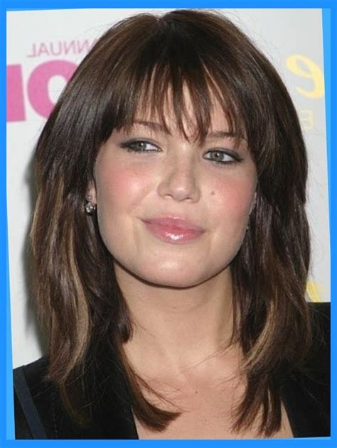 medium hair cut for a fat face medium length hairstyles for fat faces mid length