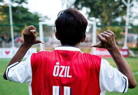 unggah foto bocah asal indonesia mesut ozil panen pujian indonesia panen