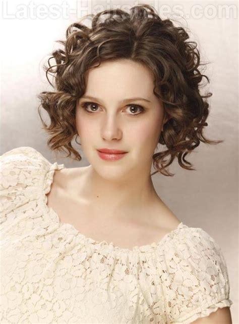 Fancy Curly Hairstyles by 11 Fancy Curly Hairstyles For Medium Hair Pretty Designs