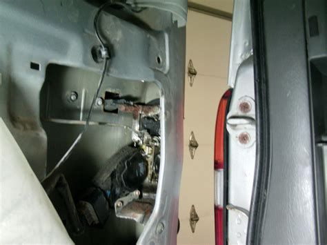 door will not lock 2004 chevy tracker rear hatch won t open chevrolet forum