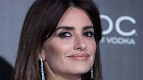 how to wear makeup like penelope cruz 7 steps wikihow get the look penelope cruz s sultry evening makeup look