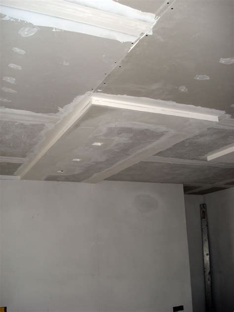 controsoffitto in cartongesso con faretti progetto di suddivisione dello spazio con pareti in