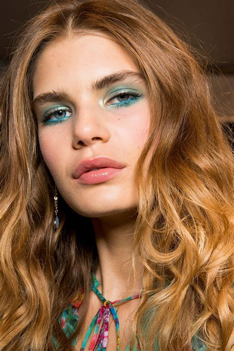 spring summer 2018 hair and makeup trends cosmopolitan spring summer 2018 hair and makeup trends maquillaje