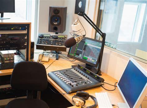 radio studio desk do ji蠕n 237 ch 芟ech m 237 蝎 237 nov 233 r 225 dio radiotv