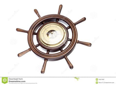 bã ro timone di legno con il barometro fotografia stock