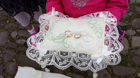 cuscino portafedi ricamato cuscino portafedi in lino ricamato con iniziali degli