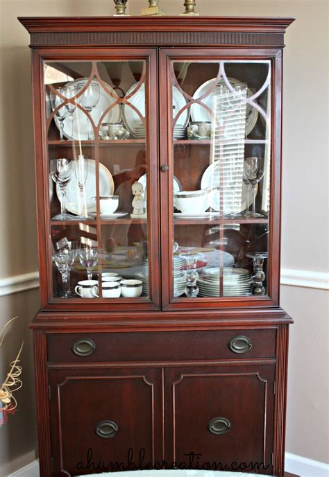 how to organize a china cabinet finally found a picture of how to arrange my dining