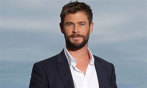 thor film actor name chris hemsworth muestra su curioso cambio de look estilo retro