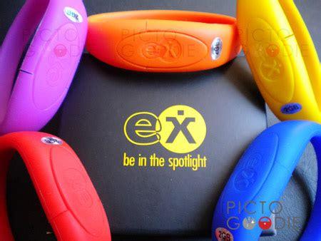 Flashdisk Unik Rubber Hello Berdiri 8gb souvenir flashdisk gelang promosi custom design surabaya