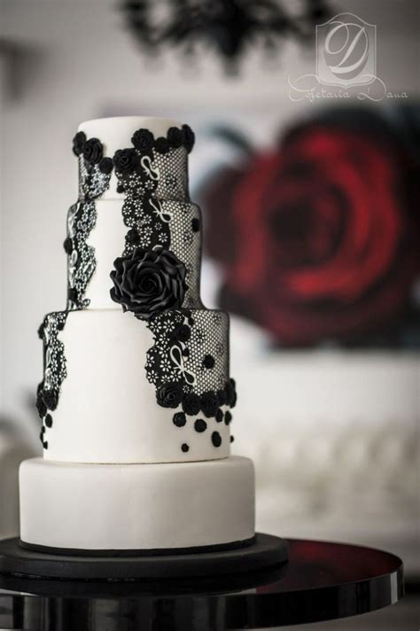 amazing black  white wedding cakes deer pearl flowers