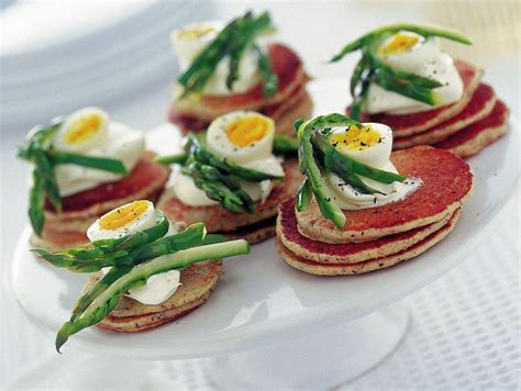 come cucinare uova di quaglia ricetta antipasti uova di quaglia blinis donna moderna